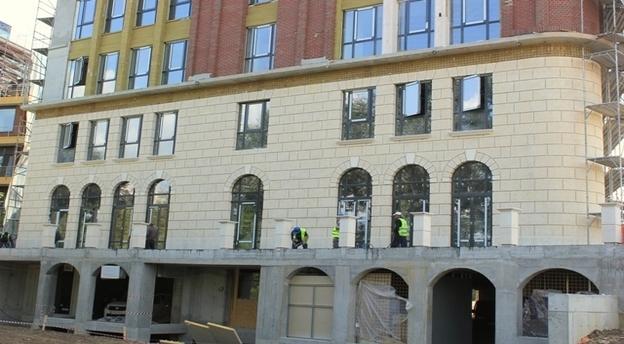 Imobilul de birouri cu șapte etaje de pe malul Lacului Floreasca urmează să fie finalizat până la finele anului. Sursă foto: Ethos House.