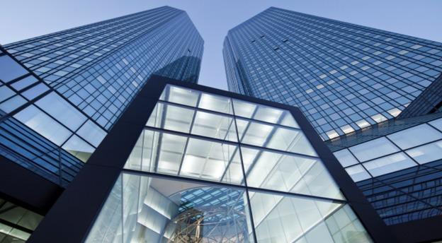 Turnurile - gemene ale Deutsche Bank, sediul central al băncii din Frankfurt (Germania). Sursă foto: Deutsche Bank.