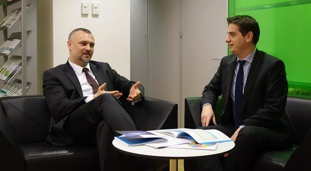 Andrei Burz-Pînzaru, partener al firmei de avocatură Reff & Asociații, și Radu Dumitrescu, directorul departamentului de asistență în tranzacții al Deloitte România (dreapta) conduc echipele dedicate tranzacțiilor cu portofolii bancare locale