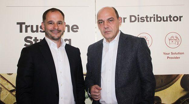 Milan Zinek, CEO ALEF Group (stânga) și Mircea Ciucur, Managing Director ALEF Distribution RO (dreapta). Sursă foto: ALEF.