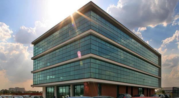 Imobilul de birouri EOS Business Park din București, închiriat integral de producătorul francez de iaurturi Danone. Sursă foto: Primavera Development.