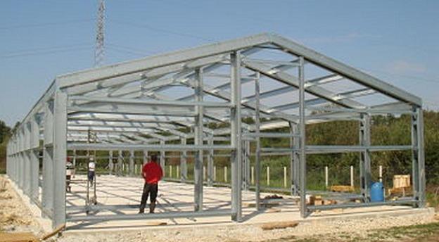 Fabrica Megaprofil de la Buziaș produce structuri și profile metalice. Sursă foto: Megaprofil.